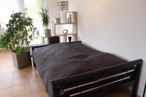 Bett 140 cm breit